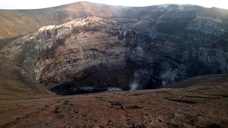Кратер вулкана Килиманджаро