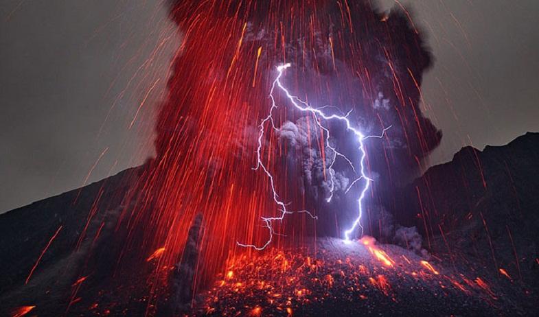 Молния на Сакурадзиме
