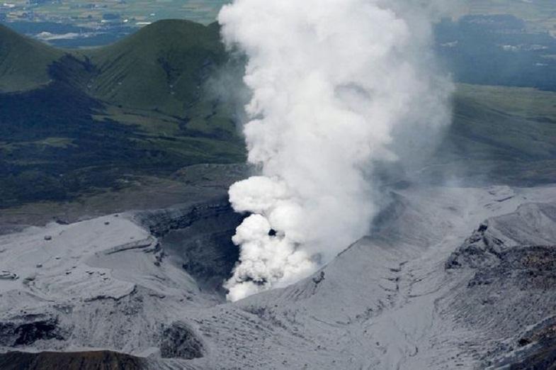 Извержение Асо 14 сентября 2015 года