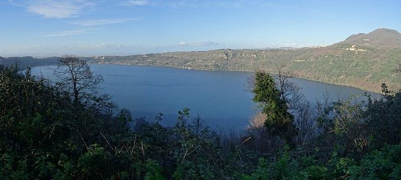 Кратерное озеро Альбано