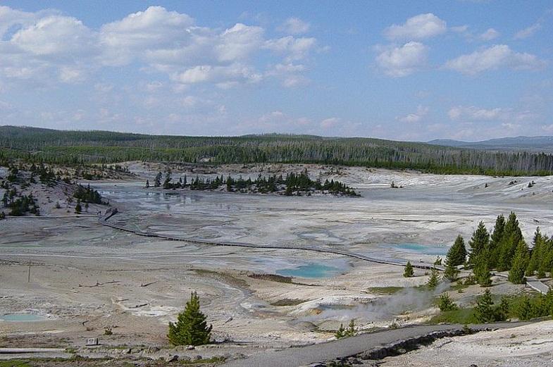 Бассейн гейзера Норрис