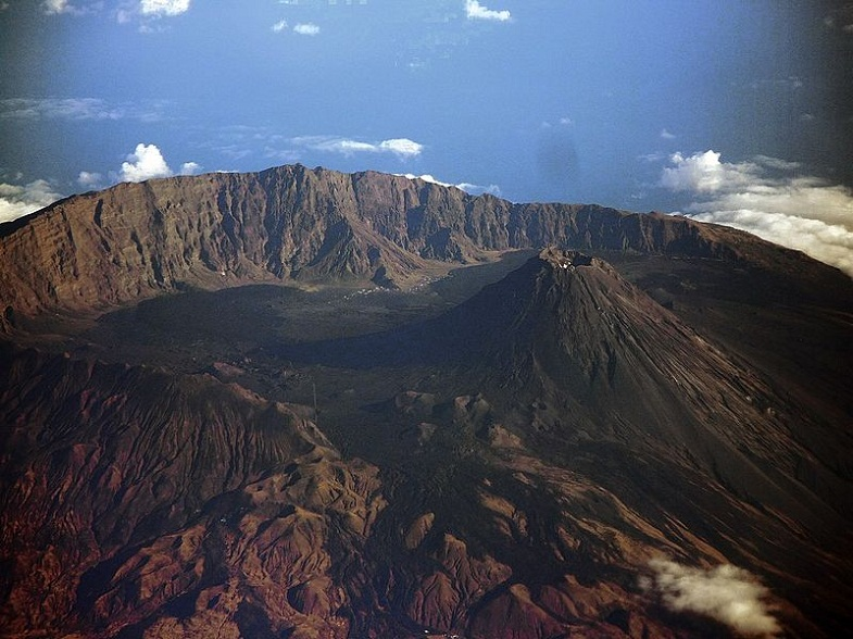 an introduction to mount vesuviius a volcano located in southern italy 102 active volcano essay examples from best writing company eliteessaywriters™ get more argumentative, persuasive active volcano essay samples and other research papers after sing up.