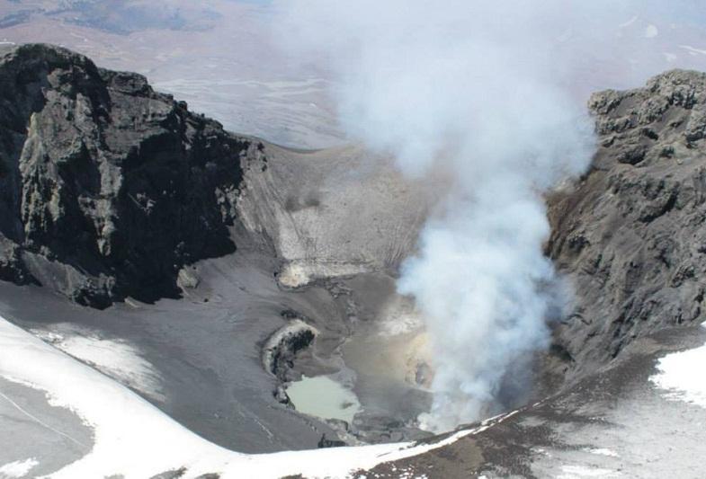 Кратер вулкана Копауэ