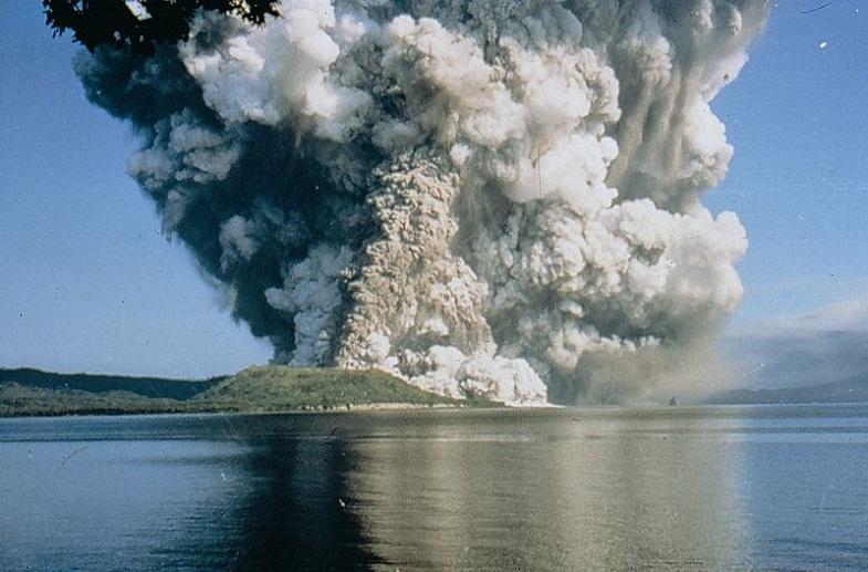 Извержение Тавурвура в 1994 году