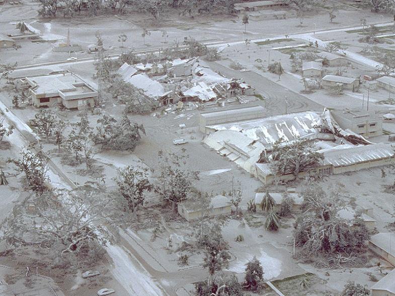 База Кларк после извержения Пинатубо