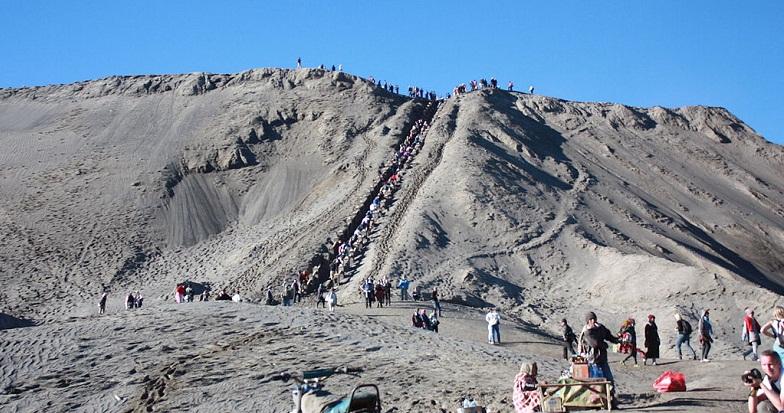 Лестница на кратер Бромо