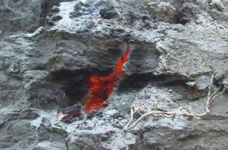 mysterious-burning-crack-ecuador-4