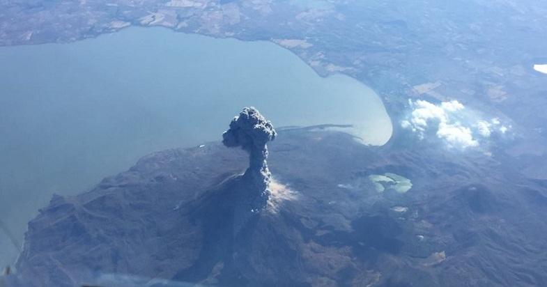 Извержение Момотомбо 24 февраля