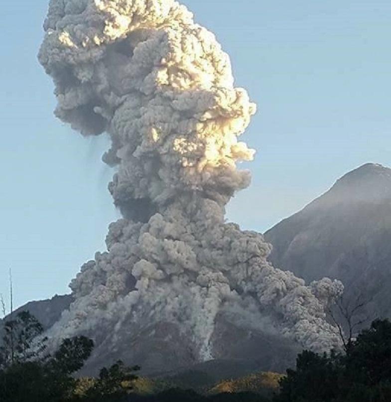 Извержение Сантьягуито в комплексе Санта-Мария