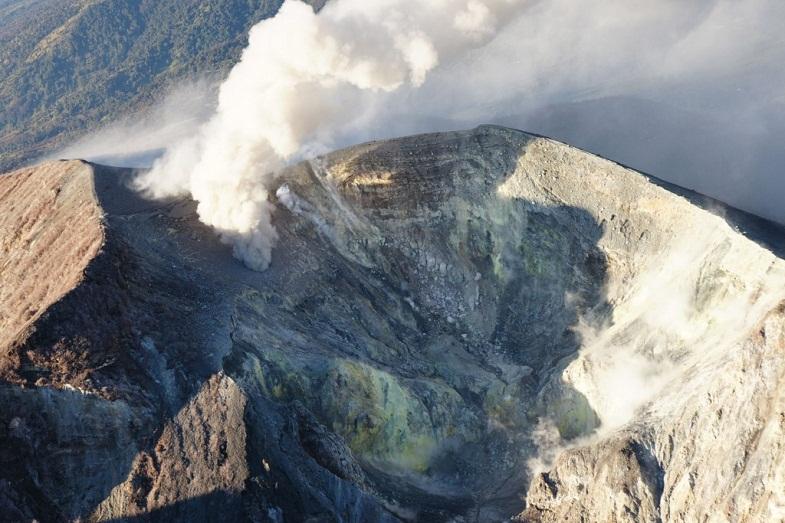 Выбросы дыма на Турриальбе