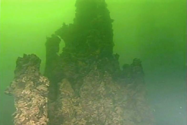 Йеллоустоунское озеро скалы