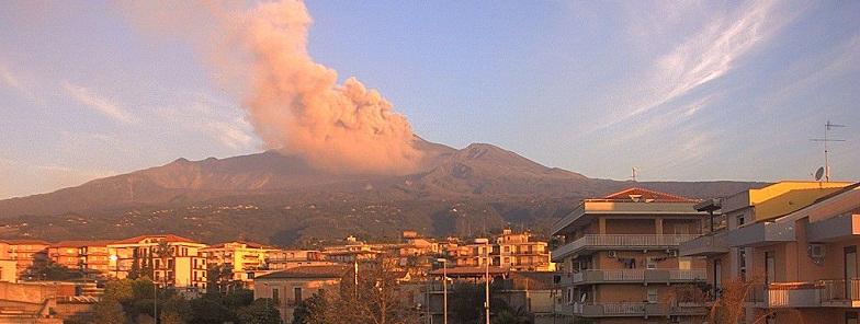 Этна извержение 18 мая
