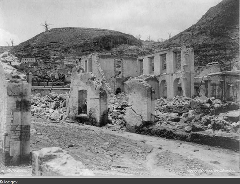 Мон-Пеле руины