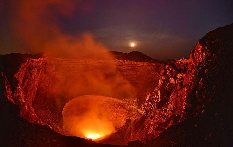 Масая вулкан лавовое озеро