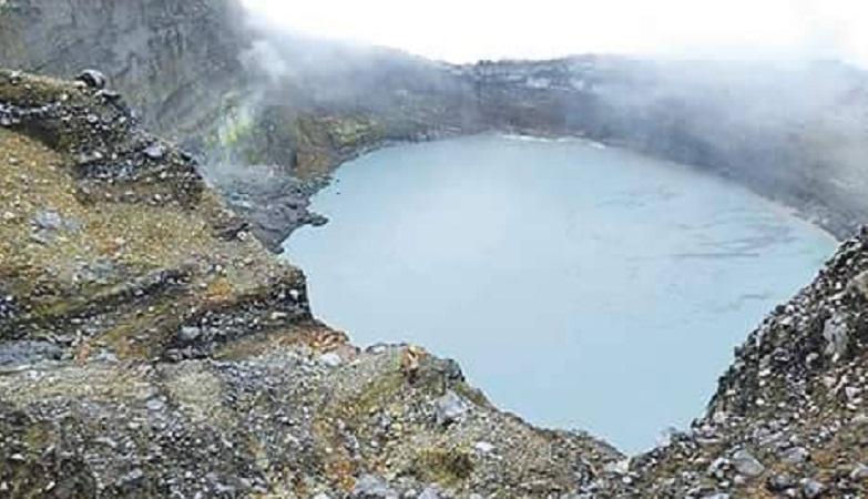 Кратерное озеро Ринкон-де-ла-Вьеха
