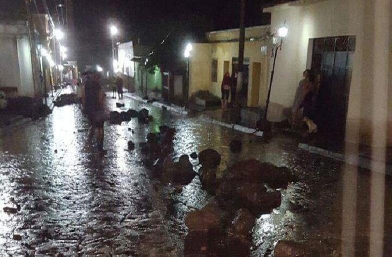 Улицы, засыпанные камнями с Серро-Чинго