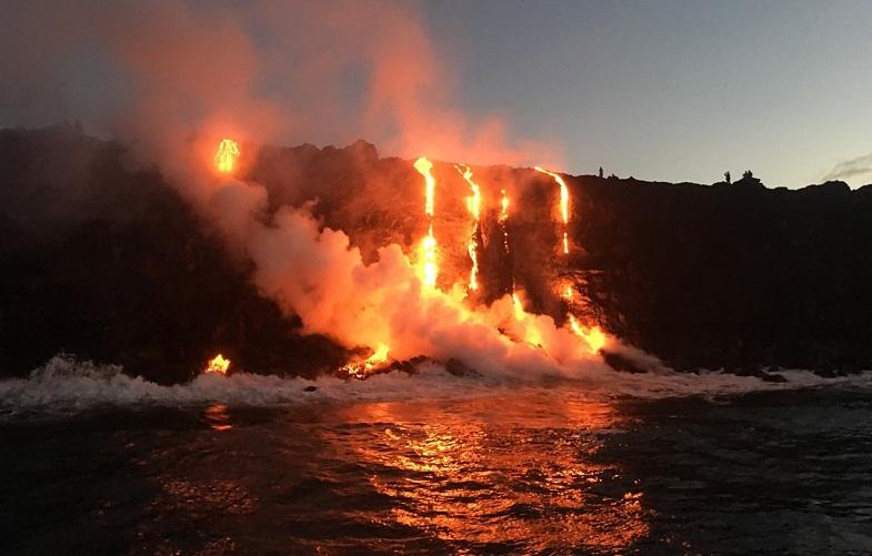 Килауэа лава в океане