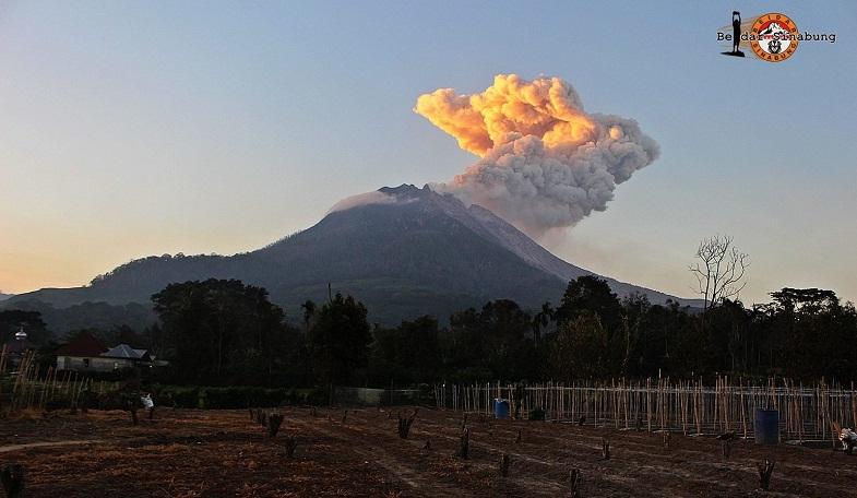 Синабунг вулкан 3 июля