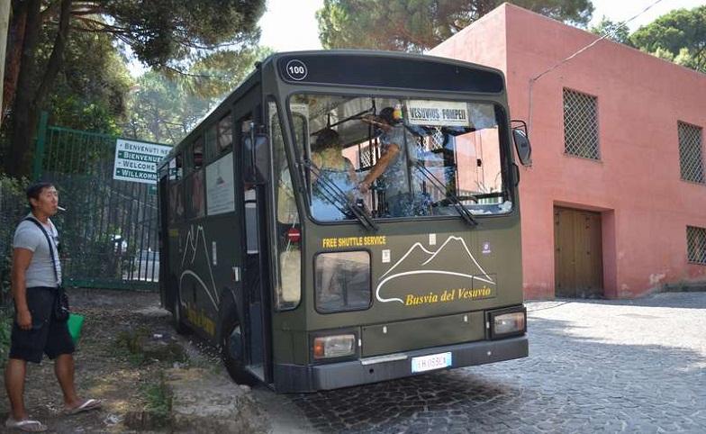Вузувий автобус в Помпеях