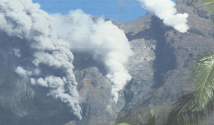 Извержение вулкана Булусан фото