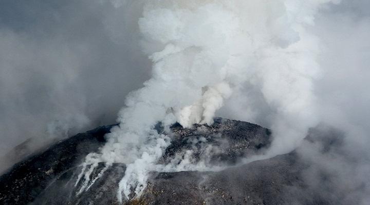 Кратер вулкана Колима