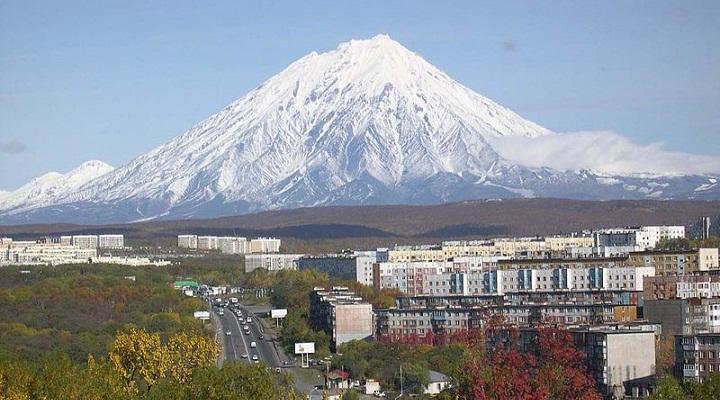 Корякский на фоне Петропавловск-Камчатского