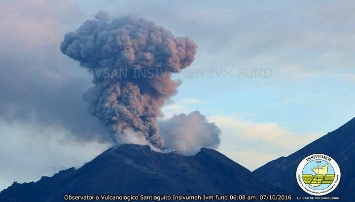 Извержение вулкана Сантьягуито фото