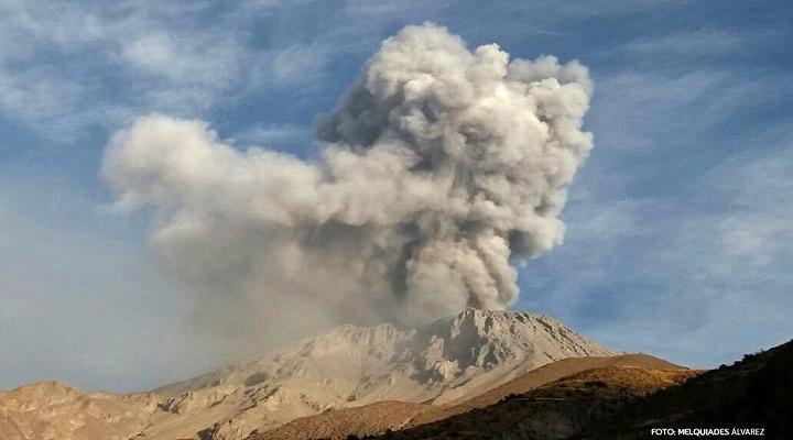 Извержение вулкана Убинас фото