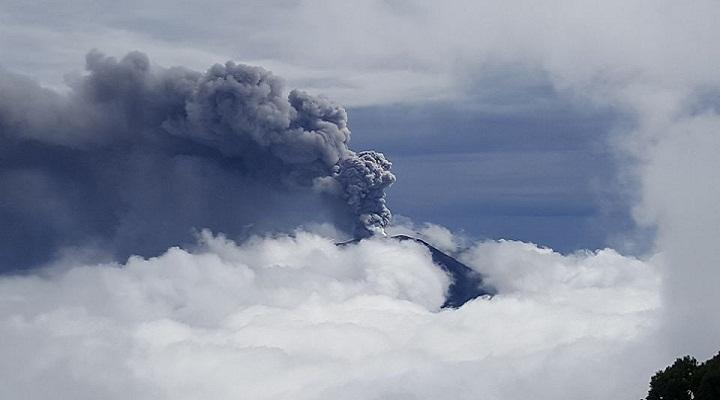 Извержение вулкана Турриальба фото