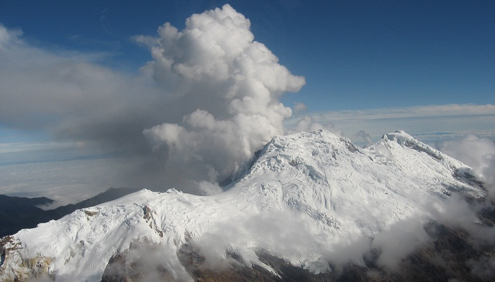 the volcanic eruption of nevado del Nevado del ruiz is an active volcano, located in a compact cluster of volcanic mountains near the center of colombia the area is included in los nevados national.
