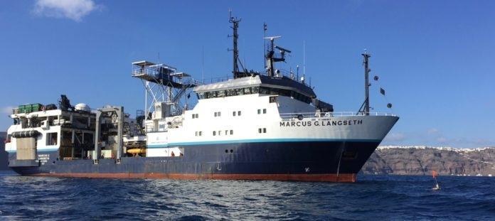 Санторини судно
