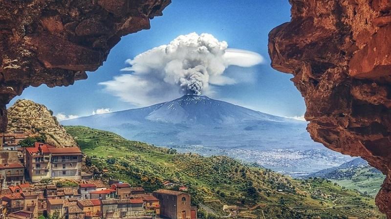 Ученые о события в Сицилии