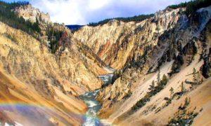 Вид на Большой Каньон Йеллоустонского национального парка