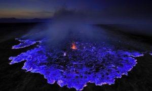 Синей лавой вулкан на Гавайях очаровал пользователей